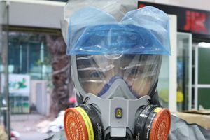 Bình xịt, mặt nạ chống khói độc ở Hà Nội ế ẩm