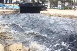 Đà Nẵng: Hãi hùng nguồn nước đen, hôi thối xộc ra bờ biển