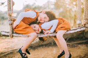 Bộ ảnh cực dễ thương chứng minh 'nhà có hai con gái' là điều tuyệt vời nhất
