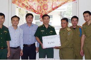 Bộ đội Biên phòng Thừa Thiên Huế chúc Tết Bunpimay nhân dân và lực lượng vũ trang Lào