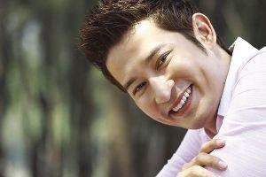 Huy Khánh: 'Cái hại của đẹp trai là có quá nhiều người theo đuổi'