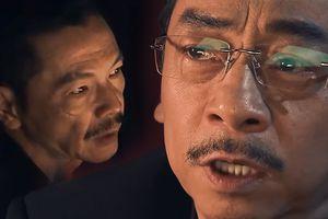 'Ông trùm' bị chĩa súng uy hiếp ngay tại phòng phán xử trong tập 1 'Người phán xử tiền truyện'!