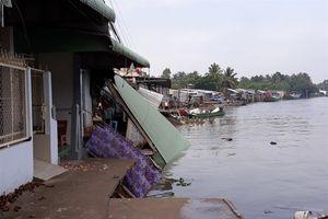 Liên tiếp sạt lở 2 bờ sông Ô Môn