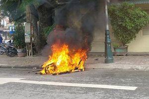 Nam thanh niên bị đánh, đốt xe vì chạy lạng lách trên đường