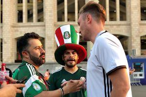 Fan Mexico an ủi người Đức sau chiến thắng bất ngờ