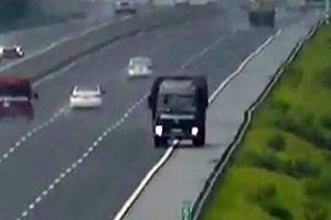 Kinh hãi tài xế xe tải chạy ngược chiều gần 10km cao tốc Hà Nội - Hải Phòng