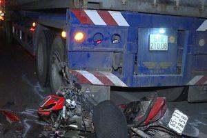Đâm vào container đang dừng bên đường, nam thanh niên tử vong tại chỗ