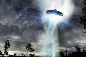 Điệp viên Anh cố gắng ''tóm'' được UFO để chế tạo siêu vũ khí?
