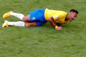 Huyền thoại Schmeichel yêu cầu FIFA xử lý Neymar về màn ăn vạ