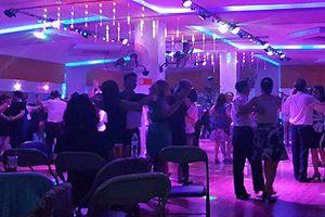 Sự cố ở sàn nhảy khiến cô gái bị nhà đại gia từ hôn