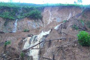 Mưa lớn gây sạt lở kinh hoàng quốc lộ 4B đoạn qua Lạng Sơn