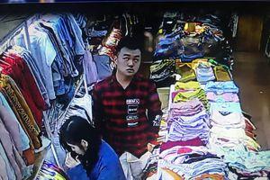 Một nữ nhân viên shop quần áo bị người lạ truy sát