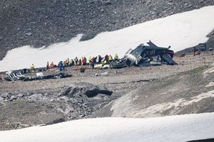 Máy bay chở 20 người ở Thụy Sĩ rơi vì nắng nóng?
