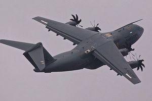 Siêu vận tải cơ A400M của Anh nhào lộn như tiêm kích