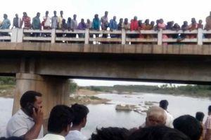 Bố nhẫn tâm ném 3 con trai xuống sông vì cãi nhau với vợ