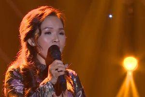 Ca khúc 'Hạ trắng' qua giọng ca của bản sao Khánh Ly khiến Cẩm Ly xúc
