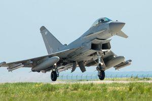 Chiến đấu cơ Anh bám theo Su-30 của Nga trên biển Đen