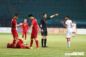 Thua Olympic Việt Nam, HLV Bahrain trách trọng tài cướp bàn thắng, rút thẻ đỏ sai