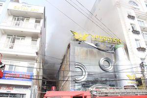 Quán bia ở Lâm Đồng cháy ngùn ngụt, nhiều du khách chạy tán loạn