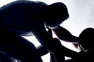 Cà Mau: Bắt tạm giam kẻ dụ dỗ bé gái tâm thần giao cấu