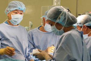 Hy hữu ca cắt u gan với yêu cầu 'không được truyền máu'