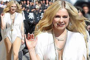 Avril Lavigne tái xuất xinh đẹp rạng ngời sau tin đồn chết trẻ