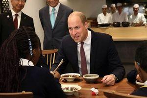 Hoàng tử Anh nhầm lẫn giữa món ăn Nhật Bản và Trung Quốc