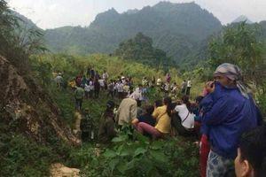 Hòa Bình: Phát hin thi th nam gii ang phân hy di èo Thung Khe