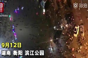 Người đàn ông lái xe sang lao vào đám đông đâm chết nhiều người