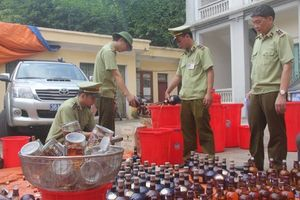 Tiêu hủy 1.429 chai rượu ngoại nhập lậu