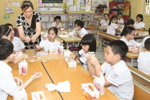 Phụ huynh thiếu thông tin về sữa học đường, Sở GD-ĐT nói yên tâm!