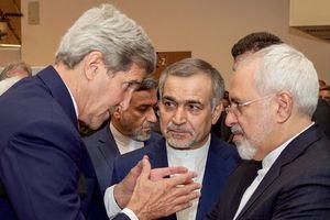Cựu ngoại trưởng Mỹ bị tố gây tổn hại chính sách khi gặp ngoại trưởng Iran