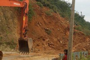 Phấn đấu đến ngày 17-9 khắc phục xong sạt lở tuyến Quốc lộ 15 qua địa bàn huyện Quan Hóa