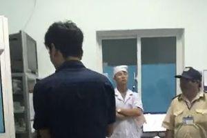 Đem thi thể cặp song sinh đến BVĐK Vĩnh Long yêu cầu truy cứu trách nhiệm