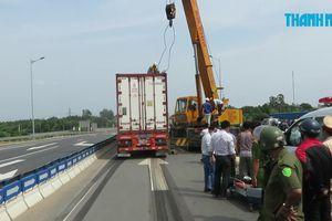 Bị xe container kéo lê hơn 10 mét, người đàn ông chết thảm