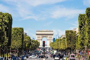 Cảnh sát Pháp điều tra chiếc xe ôtô khả nghi ở đại lộ Champs Elysees