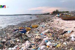 Biển Bình Thuận ngập ngụa rác thải