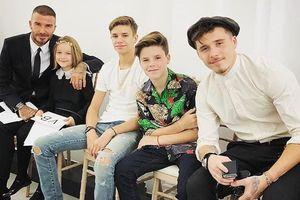 Gia đình Beckham đến ủng hộ show diễn kỷ niệm 10 năm của Victoria