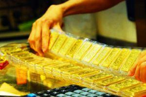 Giá vàng bật tăng phiên đầu tuần, cuộc chiến thương mại tiếp tục 'nóng'