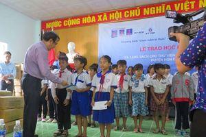 Phú Quốc POC tặng hơn 20.000 cuốn sách cho thư viện Tiểu học tỉnh Kiên Giang