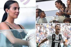 Bạn gái Ronaldo bế con đến sân cổ vũ người tình