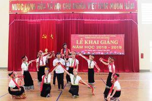 Nghệ An: Hàng trăm học sinh trường Nội trú đón Lễ khai giảng muộn