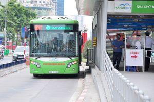 Hà Nội thí điểm đi buýt nhanh bằng vé điện tử
