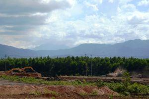 Quảng Bình: Ồ ạt lấy đất mặt từ dự án đem bán ra ngoài
