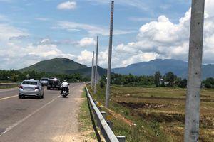 Bình Định: Hơn 200 cột điện được thi công 'trộm' trên Quốc lộ 1A (!?)