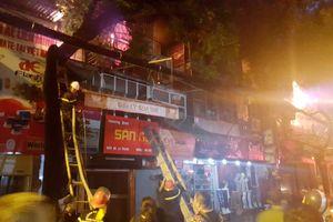 Hà Nội: 21 hộ bị thiệt hại tài sản trong vụ cháy trên đường Đê La Thành
