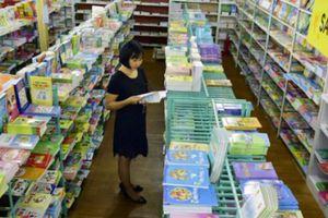 Độc quyền SGK, phụ huynh chi 1.000 tỷ mua sách rồi bán giấy vụn