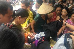 Người nhà bệnh nhân bơ vơ sau vụ cháy phòng trọ cổng Viện Nhi