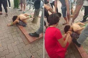Bé trai bị trói vào gốc cây gần công viên Thống Nhất