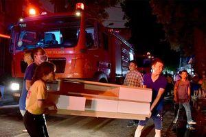Vụ cháy kinh hoàng thiêu rụi gần 20 căn nhà ở Đê La Thành: Sự cố đã được cảnh báo trước?